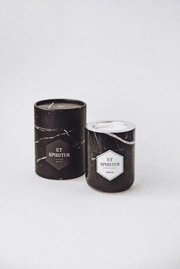 Свеча в черном мраморе