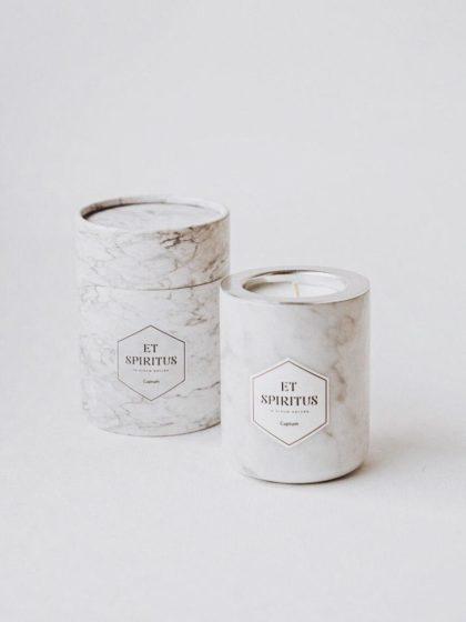 Ароматическая свеча из белого мрамора